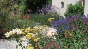 Massif de fleurs réalisé par Aux 1001 Saisons